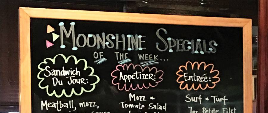 Philadelphia, PA - On August 1st #Foodiechats, a Twitter foodie community, hosted their weekly Monday night LIVE #Foodiechats event at Moonshine Philly on E Moyamesing Avenue in South Philly.