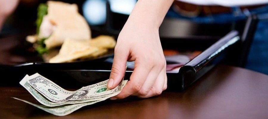 Philadelphia's No-Tip Restaurants Pay Workers a Living Wage