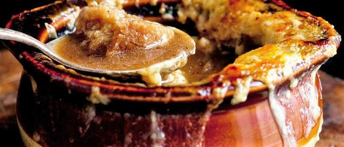 French Onion Soup, a step-by-step recipe for making one of the best French onion soup you've ever tried. This is one of the simplest yet most satisfying soups, and will sure to be one of your families favorite dishes.